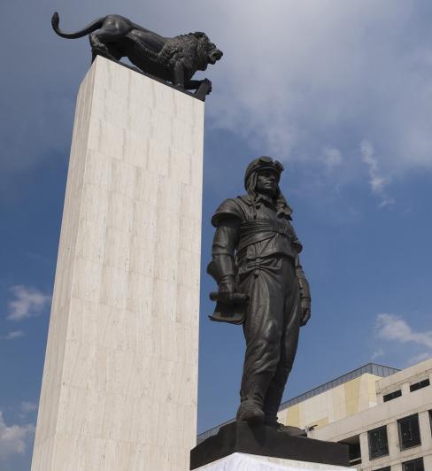37 Stefanik monumento