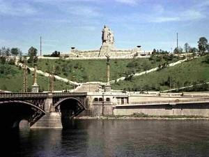 Vista sul parco di Letna a Praga, a fine anni '50 / View on Letna park in Prague, in the end of the '50s