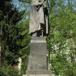 Una statua di Carlo IV, opera di Otakar Švec, ancora presente a Karlovy Vary / A statue of Charles IV, made by Otakar Švec, still present in Karlovy Vary