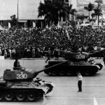 Carri armati cecoslovacchi T-34 sfilano a L'Avana negli anni Sessanta / Czech tanks T-34 in a military parade, in Havana during the '60s