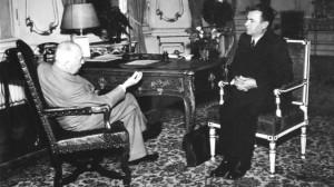 Il presidente Edvard Beneš (a sinistra) a colloquio con il primo ministro Klement Gottwald (a destra), nel 1948 / President Edvard Beneš (on the left) talking with Prime Minister Klement Gottwald (on the right), in 1948