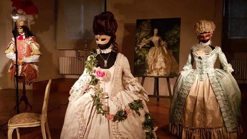 20-alamode-barokni-kostymy