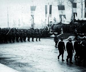Dicembre 1918: la legione cecoslovacca sfila davanti al Re d'Italia Vittorio Emanuele III, a Padova / December 1918: the Czecoslovak Legion march in front of King Victor Emmanuel III of Italy, in Padua