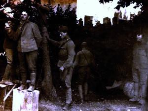 San Donà di Piave, giugno 1918. Impiccagione di legionari catturati nella Battaglia del Solstizio / San Donà di Piave, June 1918. Hanging of legionaries that were captured during the second Battle of the Piave river