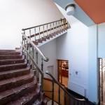 La scalinata di marmo con le colonne e i corrimani di pregio / The marble staircase with its precious balustrades and banisters © East Bohemia Film Office