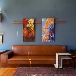 Il divano e il carrello portavivande, pezzi originali / The original sofa and serving trolley © East Bohemia Film Office