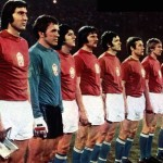 La formazione cecoslovacca in campo per la finale dei campionati europei del 1976 / The Czechoslovak national team before the 1976 European Championship final © Wikipedia