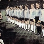 La formazione della Germania Ovest in campo per la finale dei campionati europei del 1976 / The West Germany national team before the 1976 European Championship final © Wikipedia