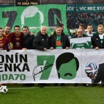 Celebrazioni sul campo dei Bohemians 1905 per il 70esimo compleanno di Panenka / Celebrations on the pitch of Bohemians 1905 stadium for Panenka's 70th birthday © Bohemians.cz