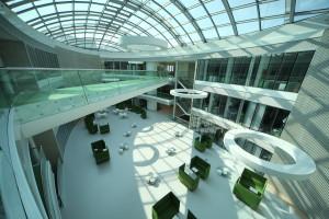 L'interno del Ceitec, l'avveniristico Istituto di Tecnologia del Centro Europa / The interior spaces of Ceitec, the futuristic Central European Institute of Technology