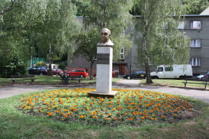 La statua di Pablo Neruda nei Giardini di Hus, a Praga Smíchov / Pablo Neruda statue in Hus Gardens, in Prague Smíchov © Kenih, Wikimedia