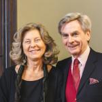 Con l'ambasciatrice, la signora Elisabetta Nisio / With his wife, Mrs. Elisabetta Nisio © Ambasciata d'Italia