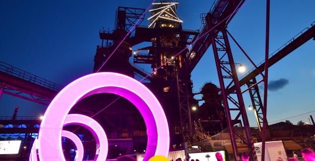 Colours of Ostrava, sotto la Bolt Tower © Dolní Vítkovice