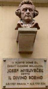 Il busto dedicato a Josef Mysliveček in via Melantrichova, a Praga / Memorial to Josef Mysliveček in Melantrichova street, Prague © Wolfgang Sauber, Wikipedia