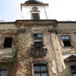 La facciata occidentale del castello / The western facade of the castle © CC-BY-SA-3.0 Kivak, Wikipedia