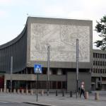 Fra i monumenti più minacciati d'Europa anche il Blocco Y di Oslo, in Norvegia, con gli iconici murales di Picasso / Among the most threatened monuments in Europe there is the Y-Block building in Oslo, Norway, with the iconic murals by PIcasso © Mahlum, Wikimedia Commons