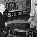 Emil Hácha e Adolf Hitler durante un incontro a Hradčany / Emil Hácha and Adolf Hitler at Hradčany Castle © Wikipedia