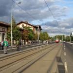 La fermata del tram Pražská tržnice nei pressi dell'omonimo mercato / The tram stop Pražská tržnice close to the market of the same name © CC-BY-4.0 ŠJŮ, Wikimedia