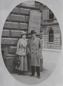 L'architetto Rudolf Wels e la moglie Ida, a Vienna, nel 1917 / Architect Rudolf Wels and his wife Ida in Vienna in 1917 © Winternitzova Vila