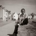 Toyen in una foto scattatale in Francia da André Breton negli anni '50 / Toyen during the 1950s in a photo taken by André Breton